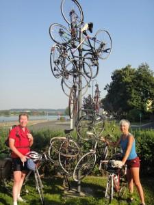 Une jolie sculpture de vélos